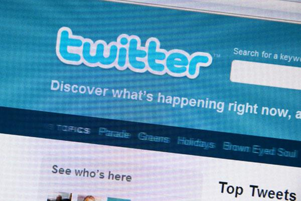 Display Ads are Tantalizing Targets for Tweeters, Research Shows