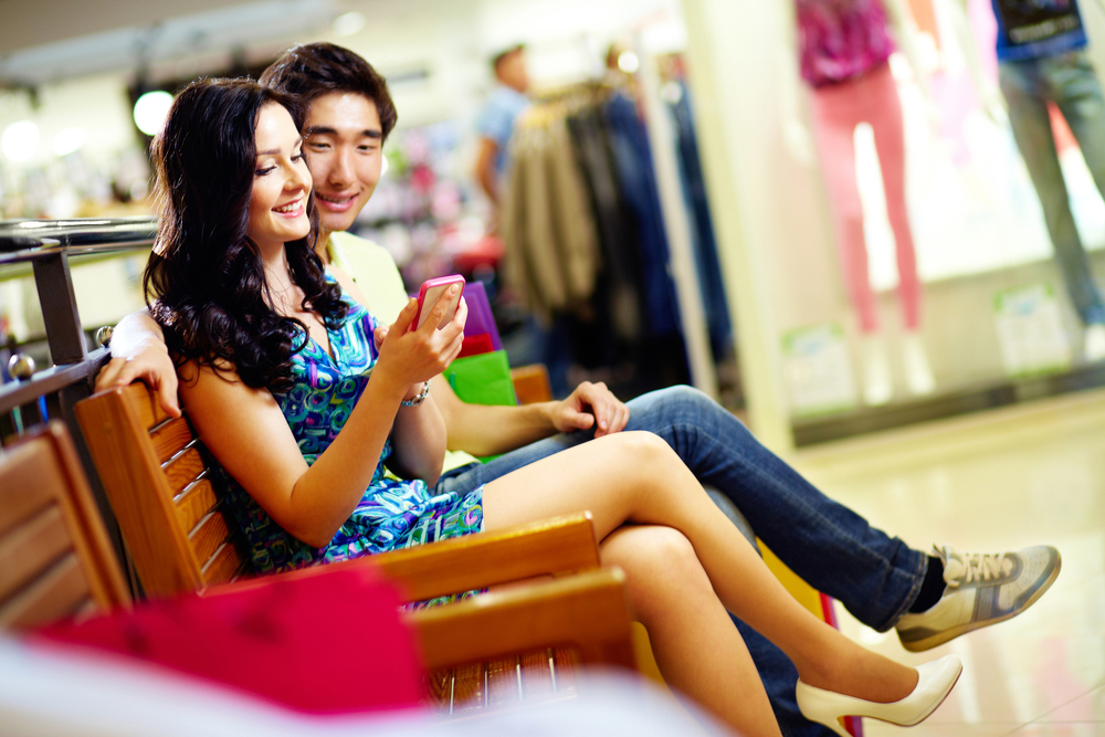 Even Brick-and-Mortar Holiday Shoppers Will Be Armed with Mobile Devices