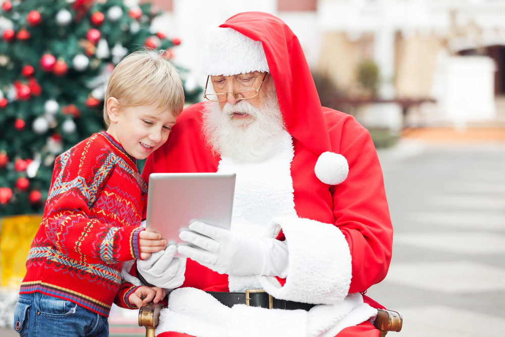 'Tis the Season for Mobile Shopping and Social Media Marketing