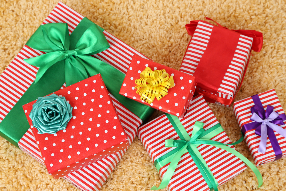 12 gift exchange ideas for your office holiday party for Corporate christmas party gift ideas