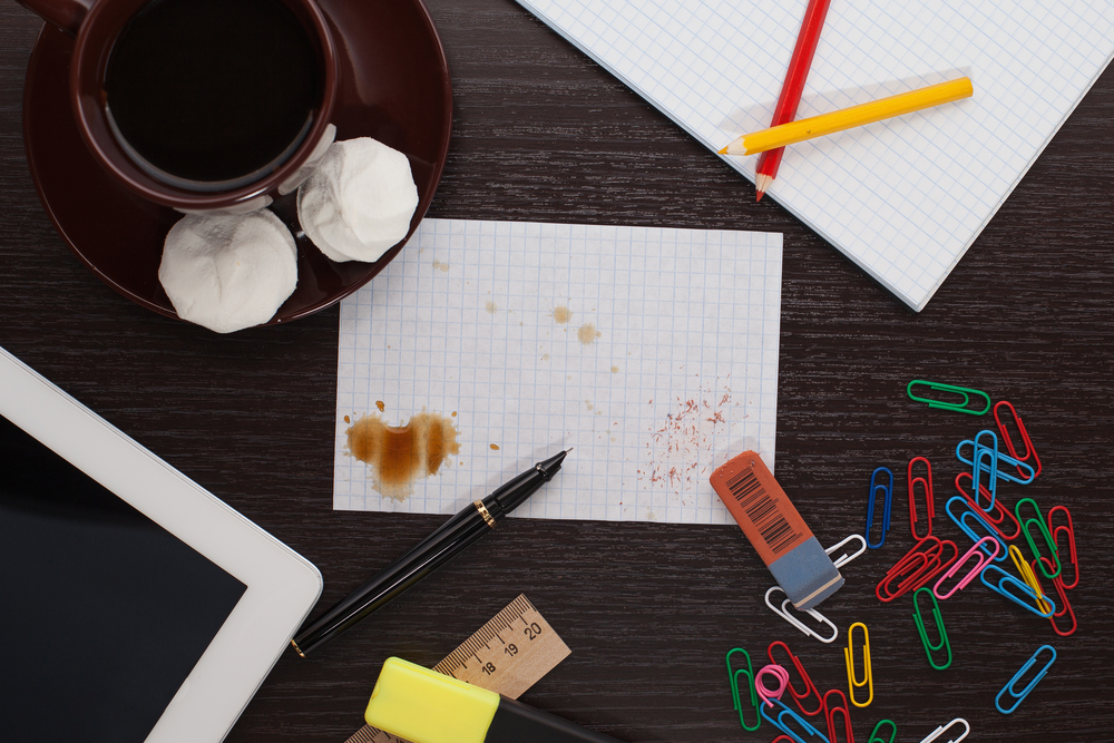 What Your Boss Thinks of Your Messy Desk ... And How to Clean It Up