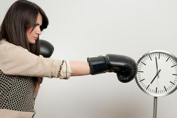 punching-time-clock-11091302